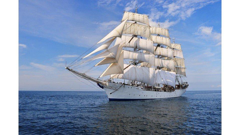 Eşsiz Güzellikteki Yelkenli Gemi Kanvas Tablo