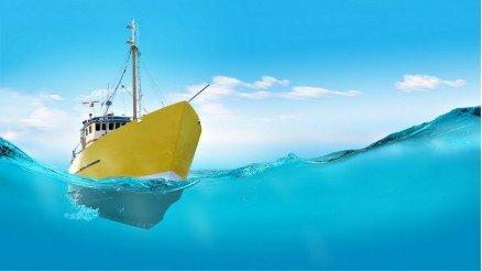 Maviliklerin İçindeki Sarı Gemi Duvar Kağıdı