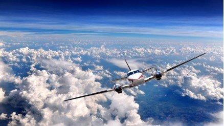 Bulutların Üzerindeki Uçak Duvar Kağıdı