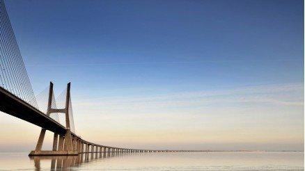 Denizin Ortasındaki Köprü