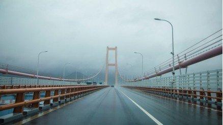 Irmak Üzerindeki Köprü Duvar Kağıdı