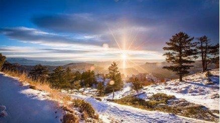 Dağlar Ardından Açan Güneş Duvar Kağıdı