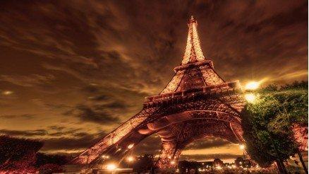 Eiffel Kulesi Gece Duvar Kağıdı
