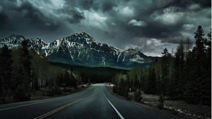 Issız Yol ve Dağlar Duvar Kağıdı
