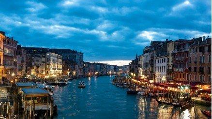 İtalya'da Bir Sokak Duvar Kağıdı